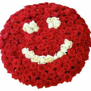 Корзина 101 роза смайлик R2101