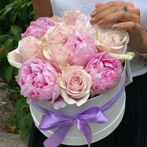 Сборная коробка с пионами и розами R793