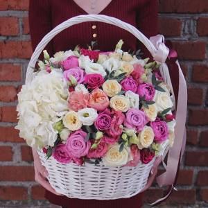 Сборная корзина, розы с гортензией R946