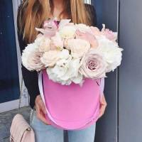 Коробка пионовидные розы, орхидеи и гортензия R237