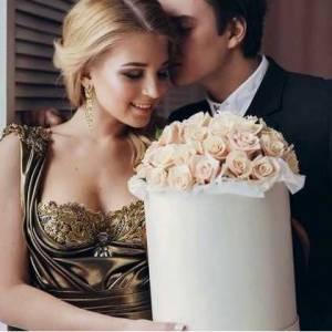 51 кремовая роза, цветы в коробке R508